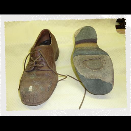 Kaputter Schuh vor Reparaturen